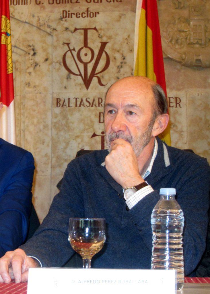 Rubalcaba apuesta a que Puigdemont «no será presidente» y sí un candidato «constitucionalista y estatutario»