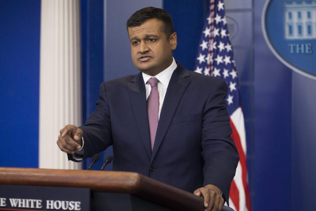 La Casa Blanca intenta contener el escándalo de un funcionario acusado de maltrato