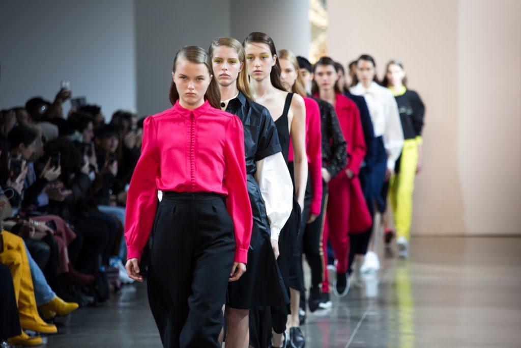 La simplicidad de Colovos y Noon by Noor abre la Semana de Moda de Nueva York