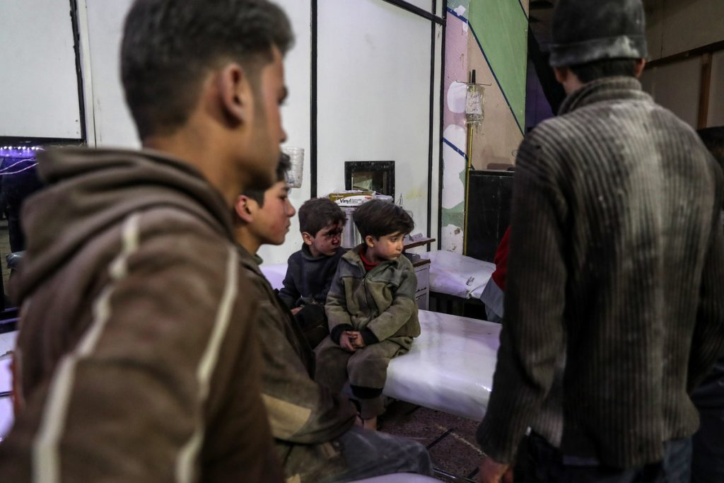 Aumentan a 54 los muertos por ataques contra el feudo opositor cerca de Damasco