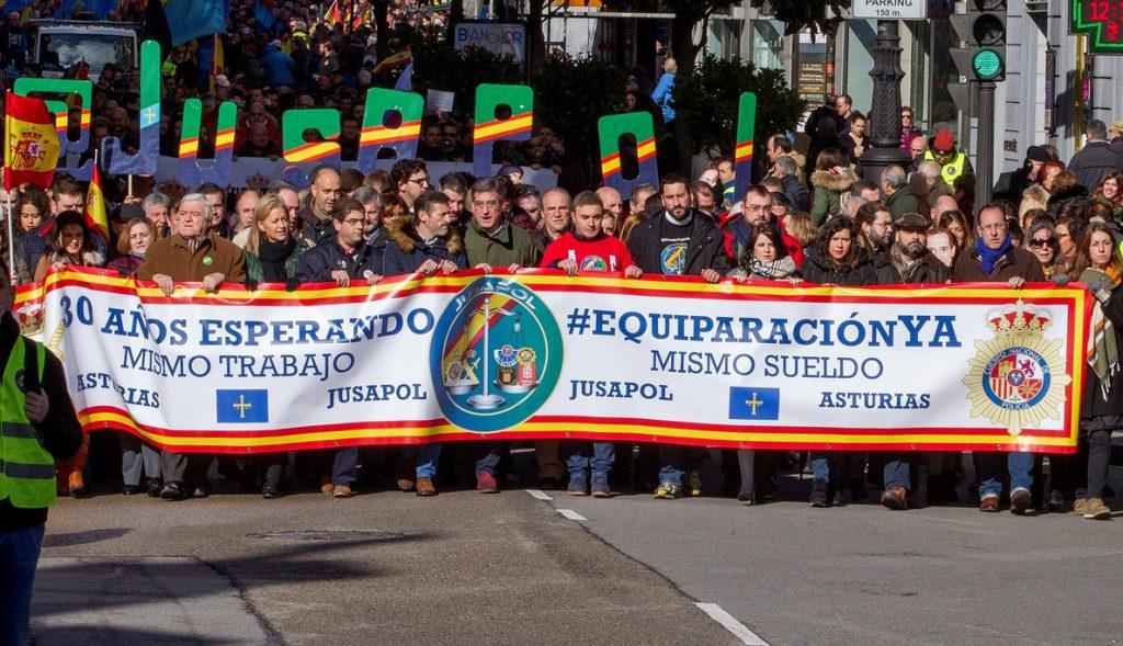 Miles de policías y guardias civiles reclaman en Oviedo equiparación salarial