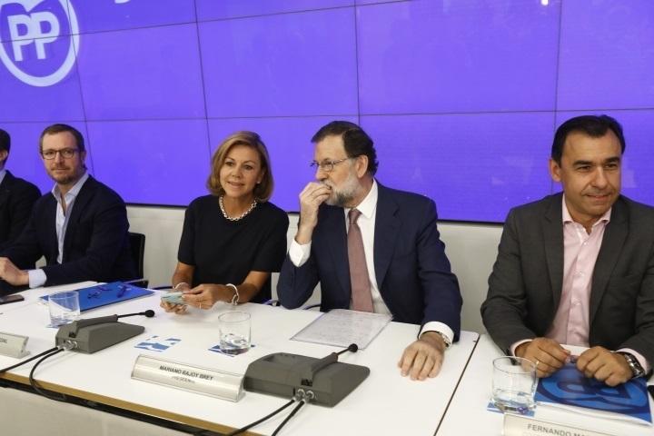 Rajoy convoca mañana a sus 'barones' para acercar posiciones en financiación y fijar la agenda ante el empuje de Cs