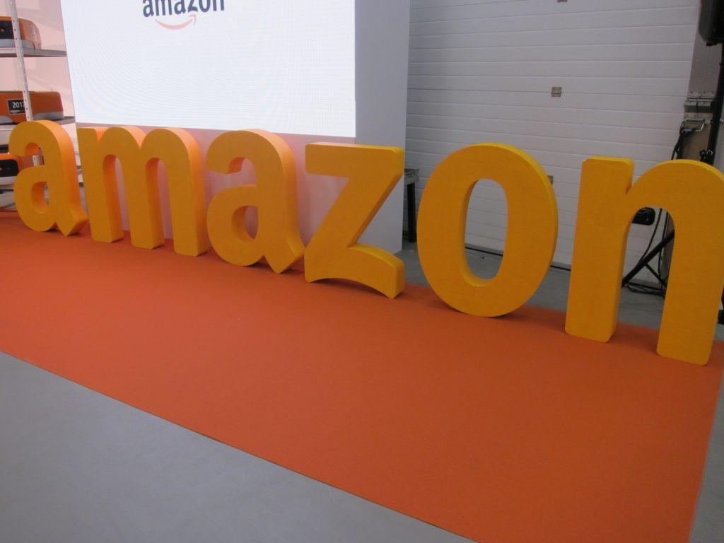 Amazon inicia una cadena de cientos de despidos
