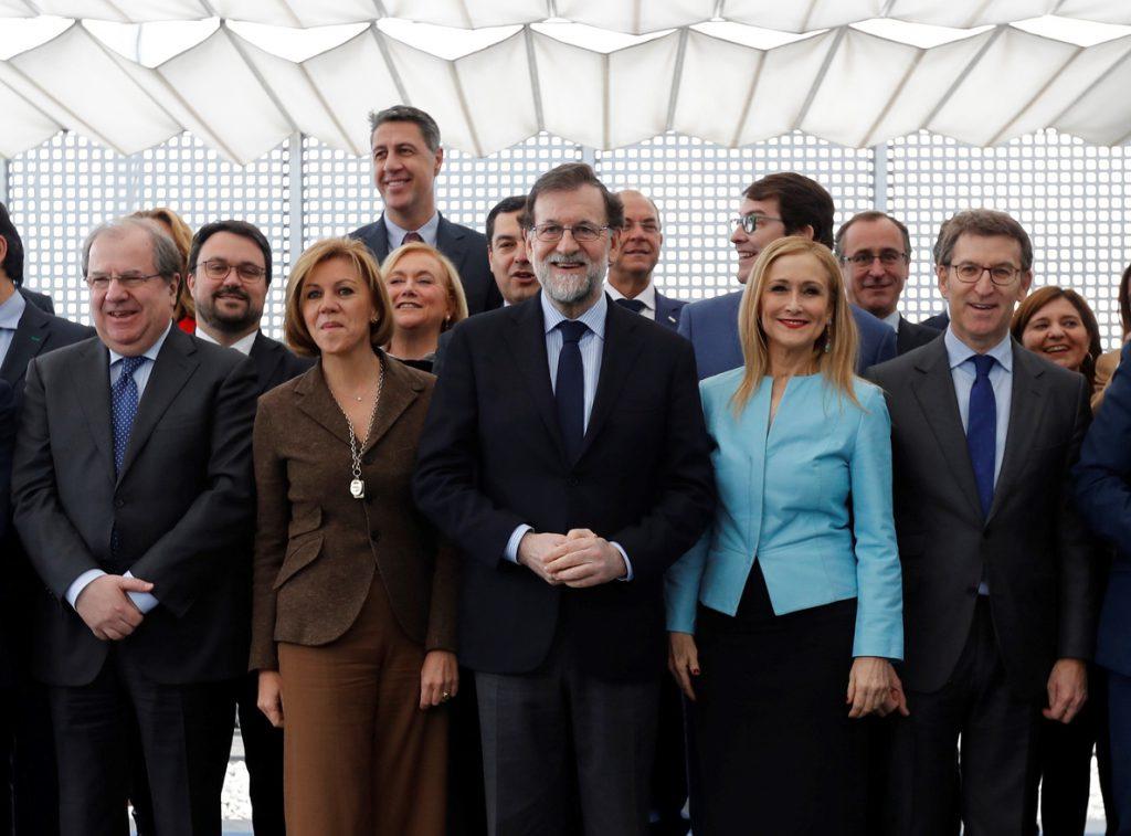Rajoy se reúne con los dirigentes regionales mientras Ciudadanos crece en las encuestas