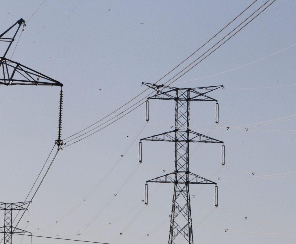Compromís reclama revisar a la baja la retribución a las eléctricas por superar el límite legal