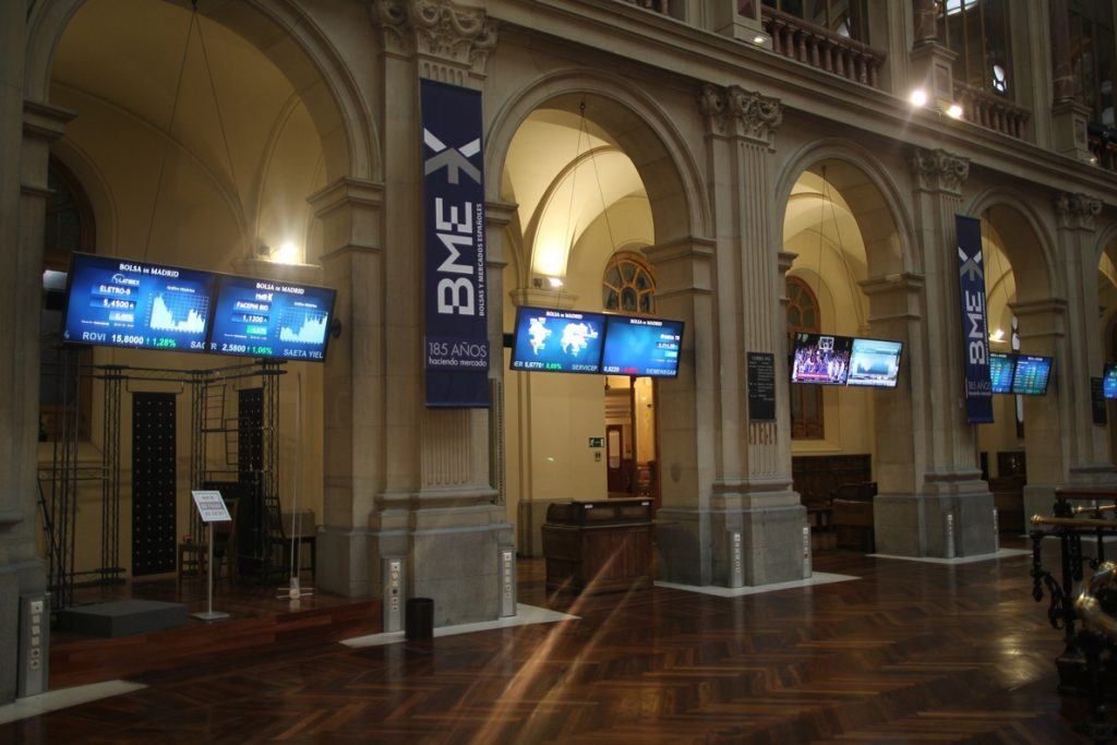 El Ibex recupera los 9.700 puntos tras impulsarse un 1,36%