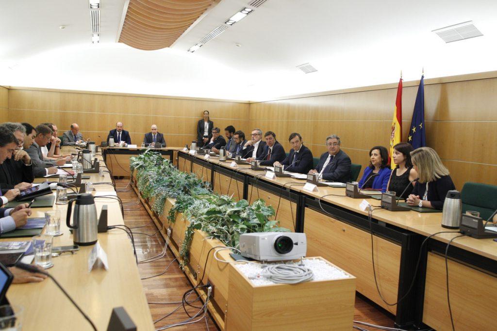 Interior convoca a los partidos al Pacto Antiterrorista la víspera de que el Congreso discuta sobre investigar el 17-A