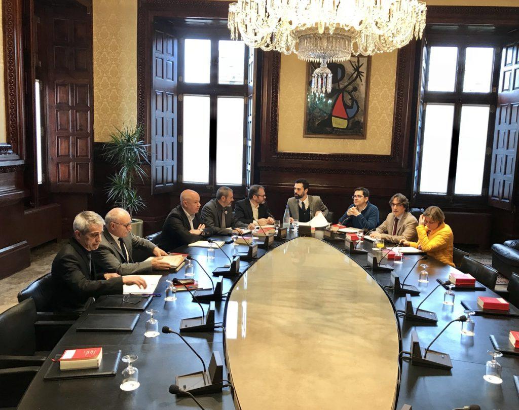 La Mesa del Parlament del martes no prevé abordar la reforma de la Ley de Presidencia para investir a Puigdemont