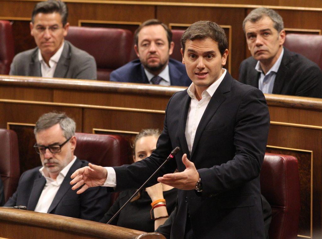 Rivera avisa que, si Rajoy «miente», se romperá el pacto PP-Cs y Santamaría dice que España «merece» estabilidad