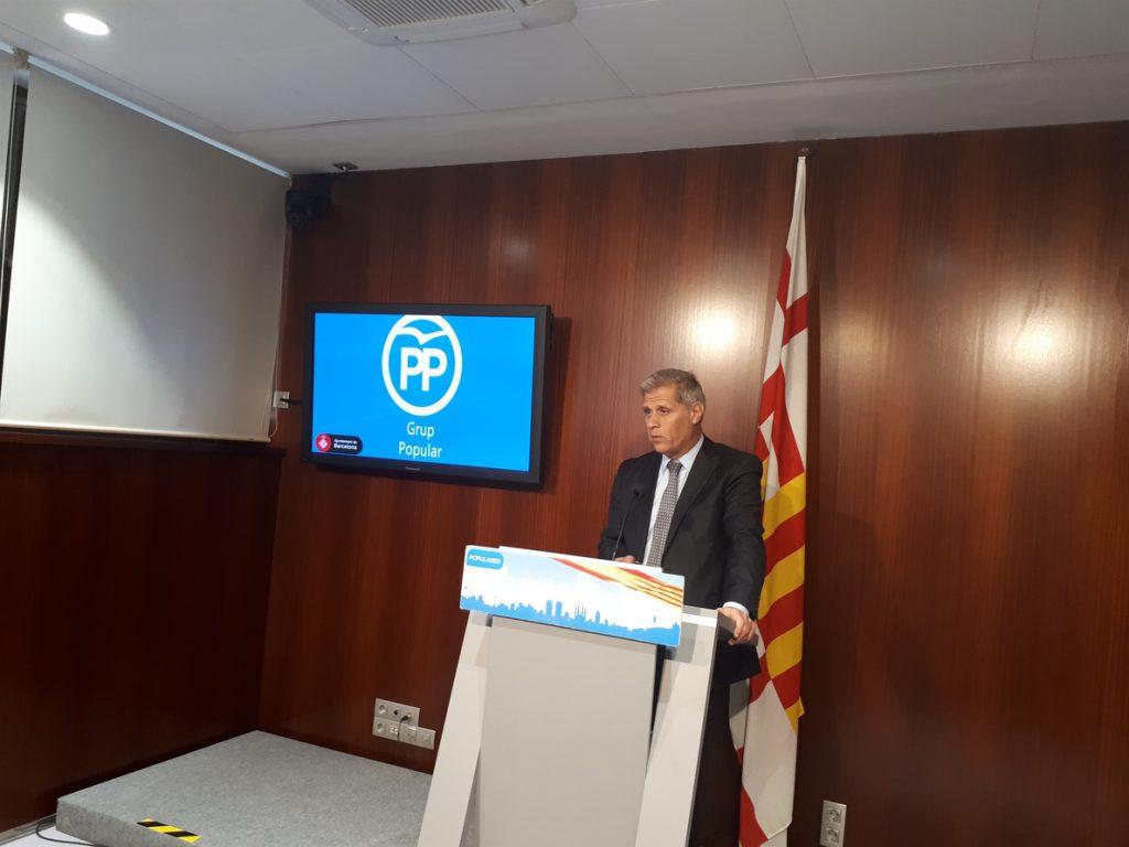 Alberto Fernández (PP) critica a Colau poner el Ayuntamiento «al servicio del independenitismo»