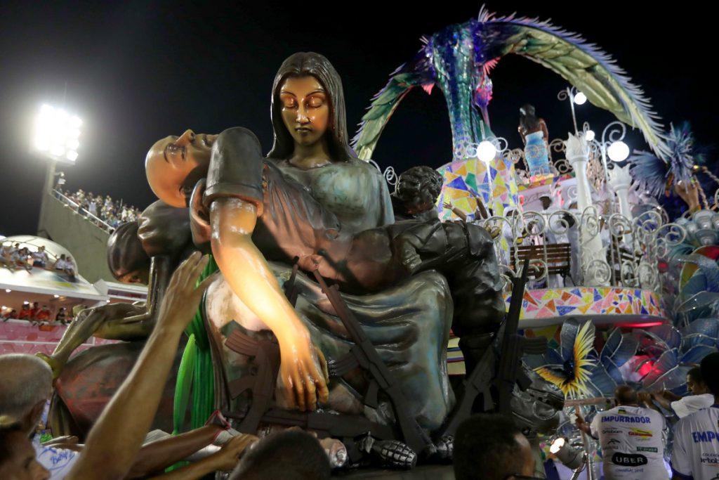 Violencia denunciada por una escuela de samba empaña el carnaval de Río de Janeiro
