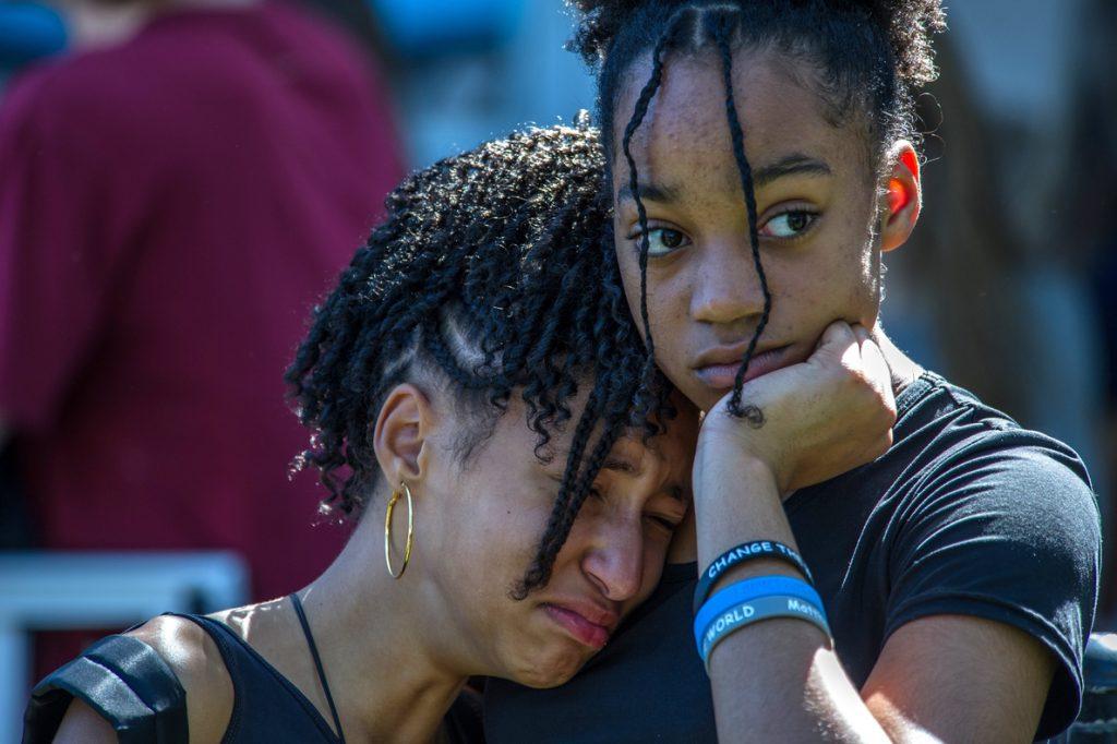 Alumnos de la escuela Douglas dicen basta y piden un mayor control de armas