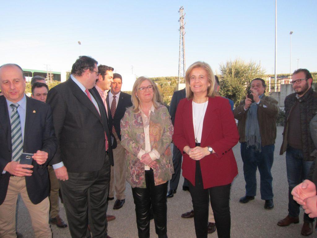 Báñez rechaza la eliminación de las peonadas y convertir el subsidio agrario en una renta social autonómica