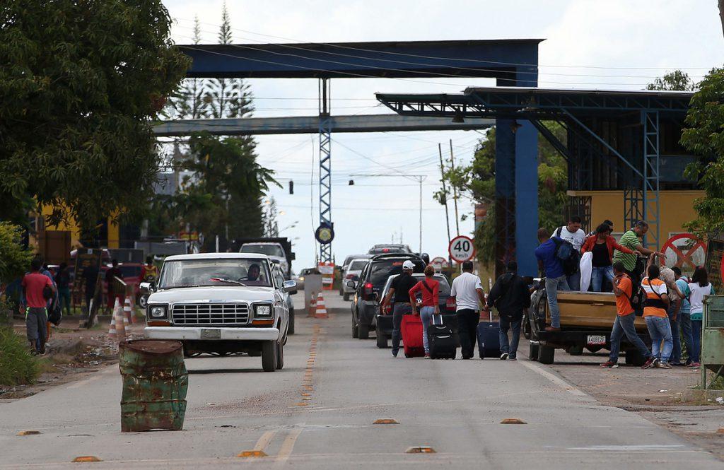 Miles de venezolanos emigran a Brasil debido a la crisis que sufre el país
