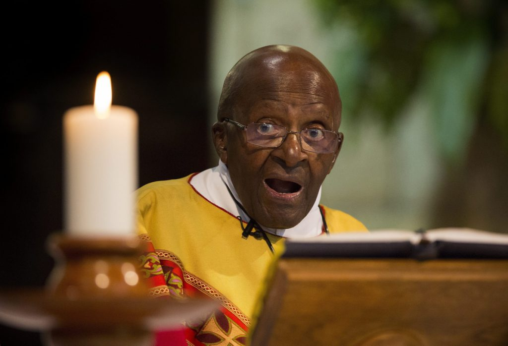 El Nobel sudafricano Desmond Tutu renuncia a su papel de embajador de Oxfam
