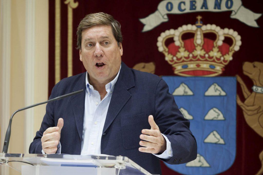 El eurodiputado del PP en la audiencia en la Eurocámara: «Iban a por Luis De Guindos»
