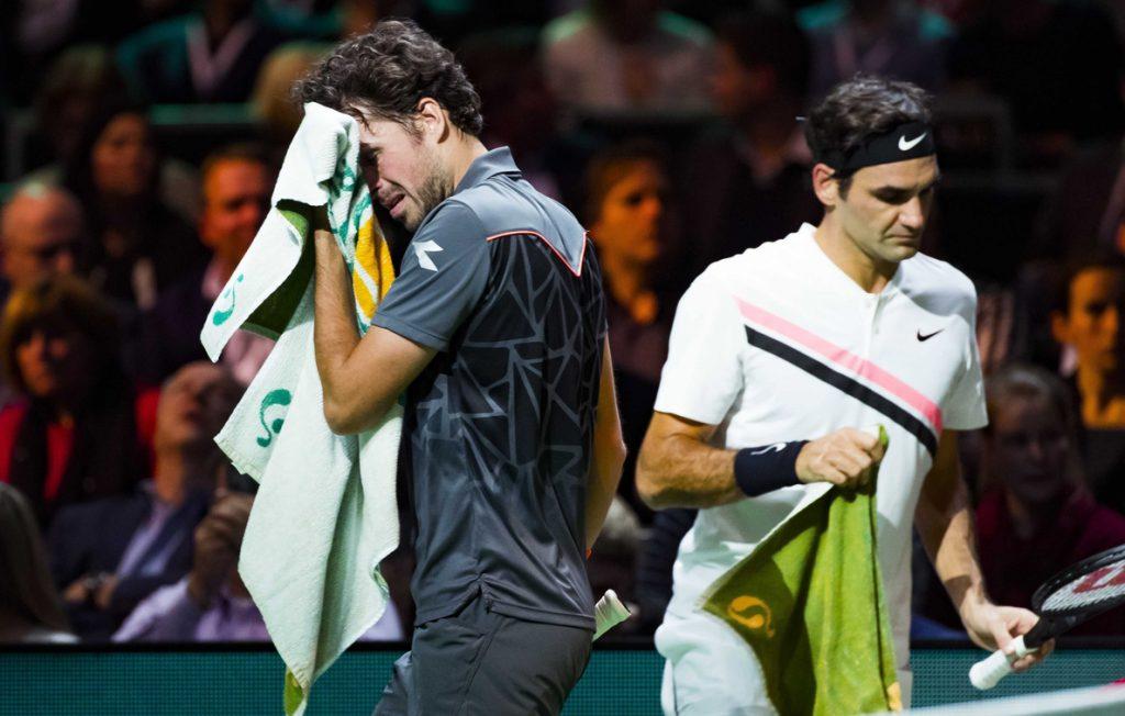 Federer pasa a semifinales y arrebata el número uno a Nadal