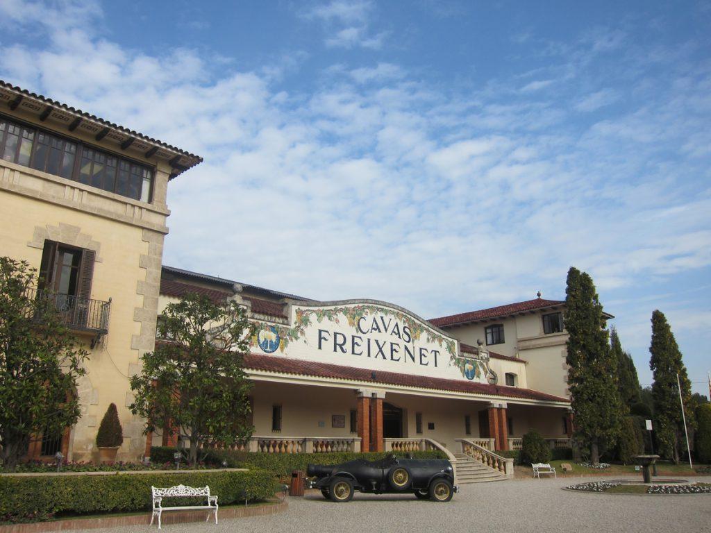 El consejo de Freixenet acuerda mantener de momento su sede en Cataluña