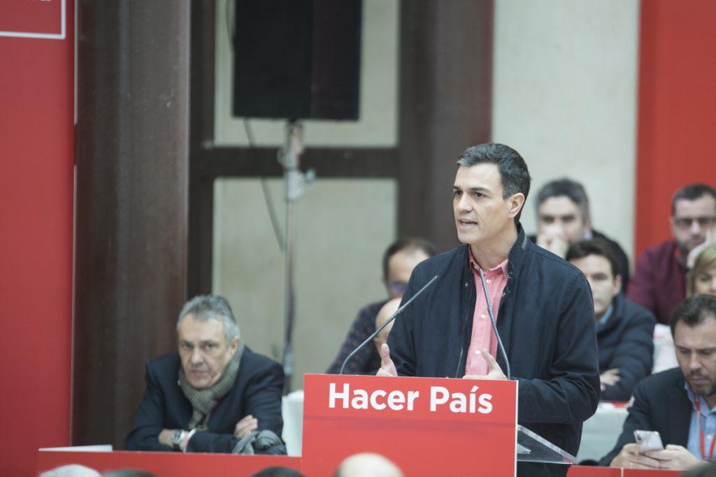 Sánchez exige a Rajoy presentar los Presupuestos y critica a Ciudadanos por apoyar a un PP corrupto en Madrid