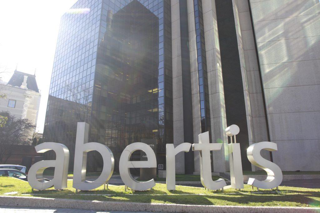 ACS reduce a 18,36 euros por acción su OPA al descontar el dividendo de Abertis