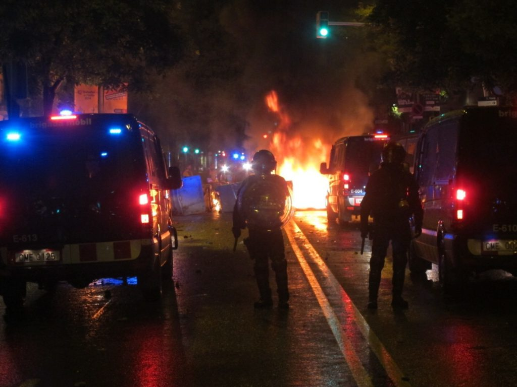 Juzgan a siete mossos por una presunta agresión a tres detenidos en el centor okupado de Can Vies (Barcelona)