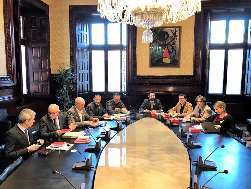 El Parlamento catalán abordará el viernes la convocatoria de un pleno inminente previo a la investidura