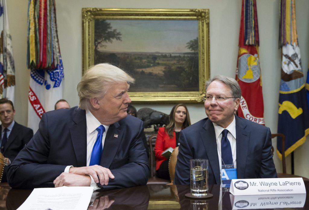 Trump defiende a los «patriotas» de la NRA, que se oponen al control de las armas