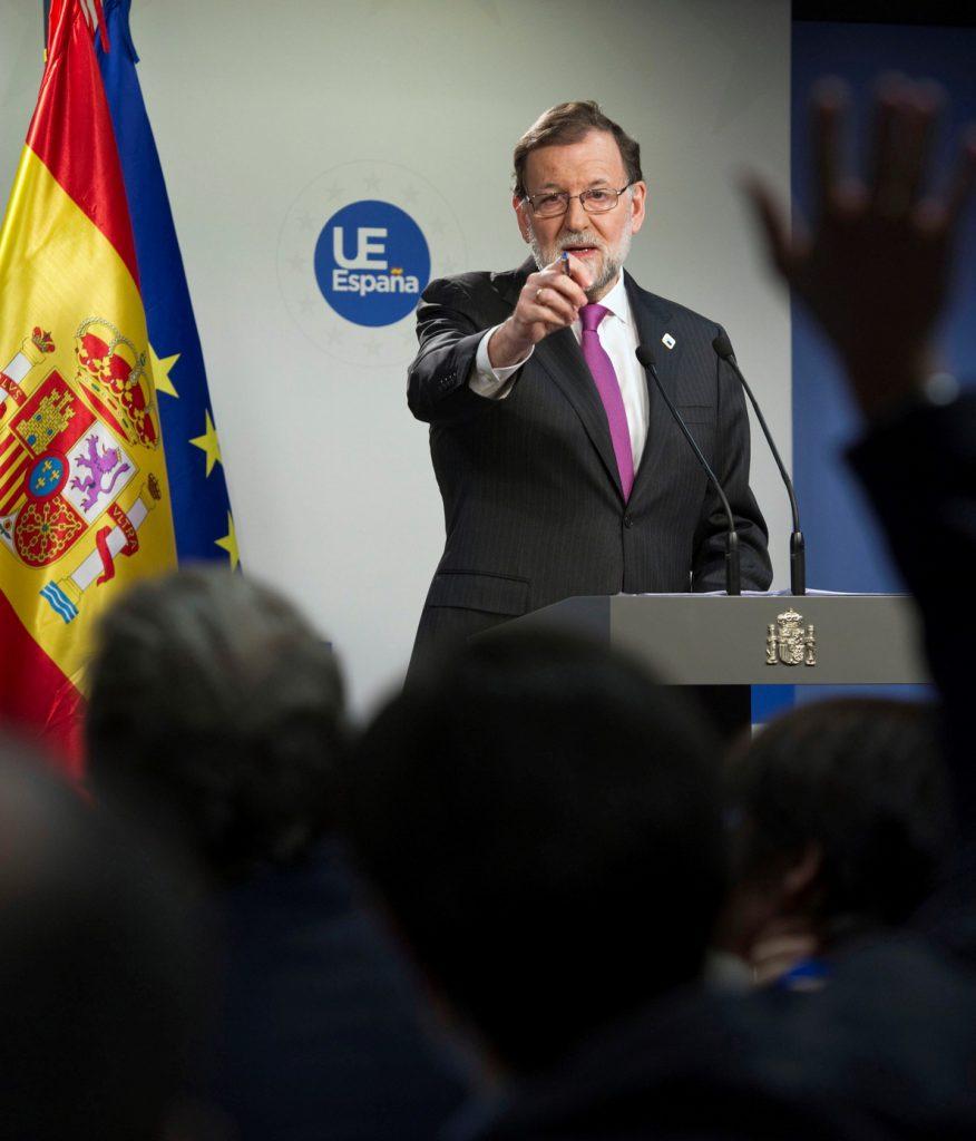Rajoy no desvela cuando sustituirá a De Guindos pero dice que no antes del lunes