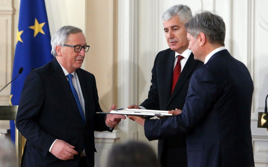 Juncker condiciona el acercamiento de Kosovo a la UE a la lucha contra la corrupción