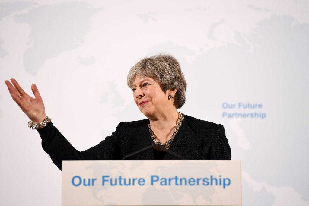 May busca una relación comercial con la UE basada en una competencia «justa»
