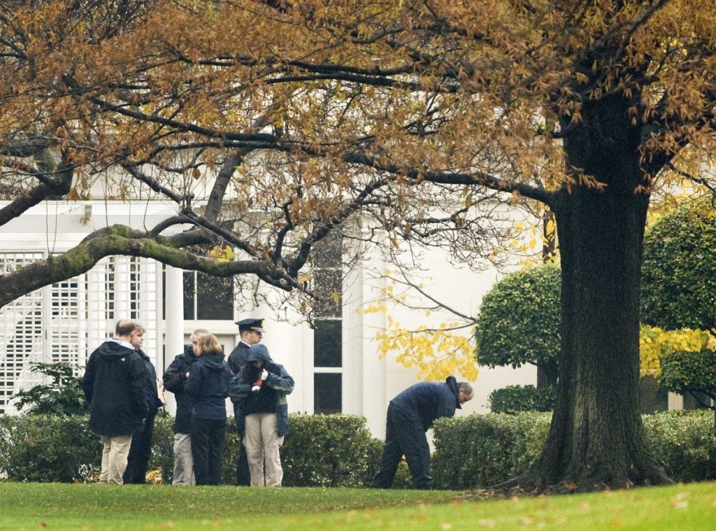 Una persona presuntamente se dispara frente a la Casa Blanca