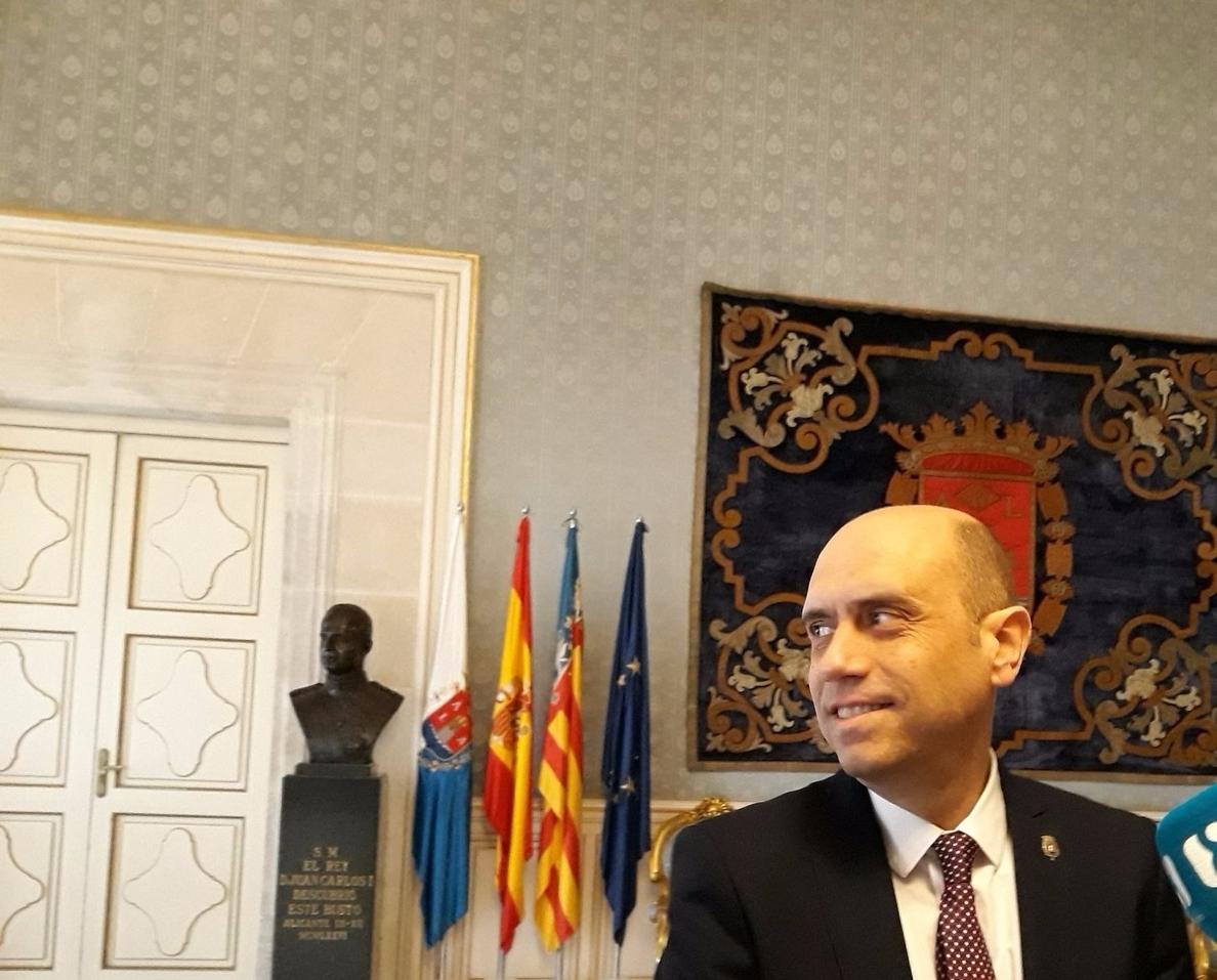 La Audiencia confirma el procesamiento del alcalde de Alicante por presunto fraccionamiento de contratos