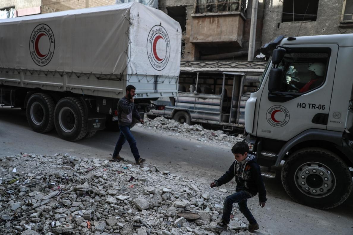 Nuevo convoy humanitario entra en la región asediada de Guta Oriental en Siria