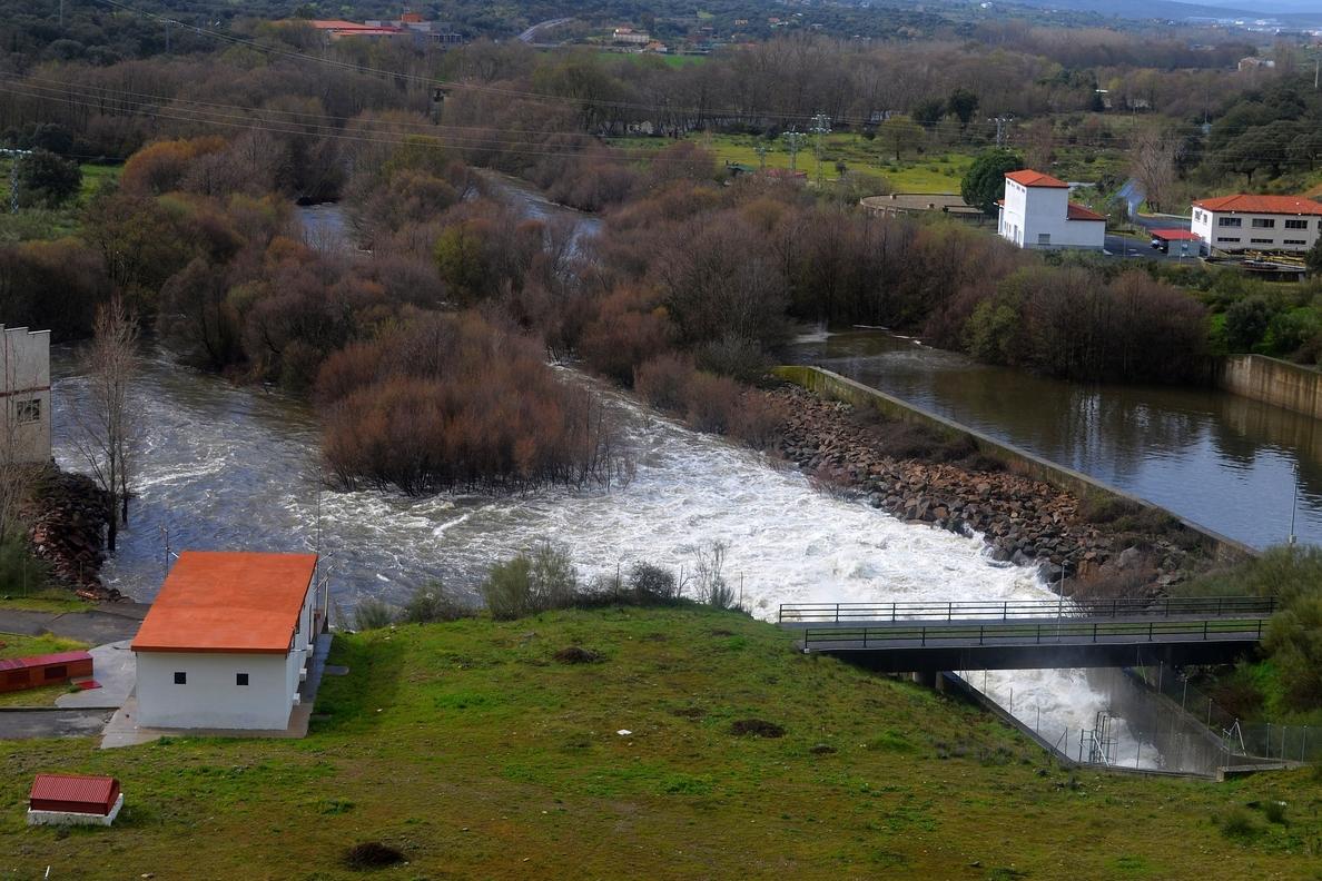 El río Jerte se desborda en Plasencia y anega huertas y paseos