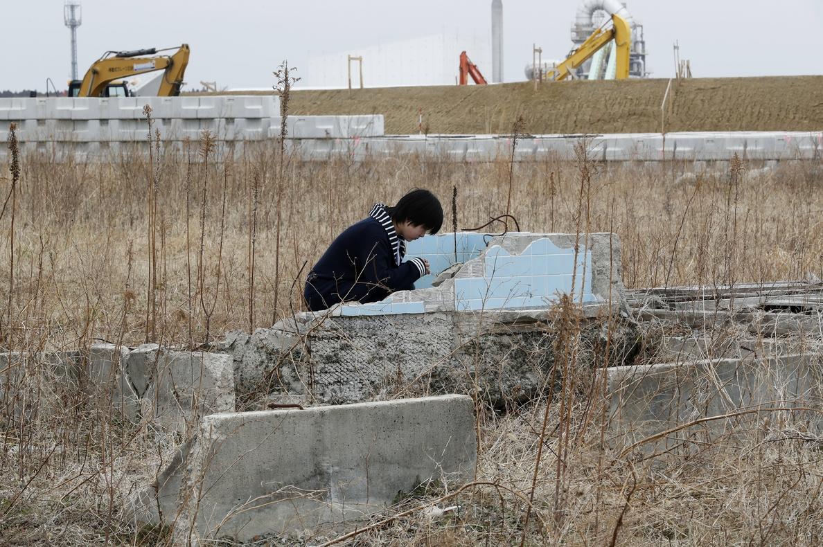 Japón recuerda 7 años del tsunami y Fukushima con miles aún desplazados