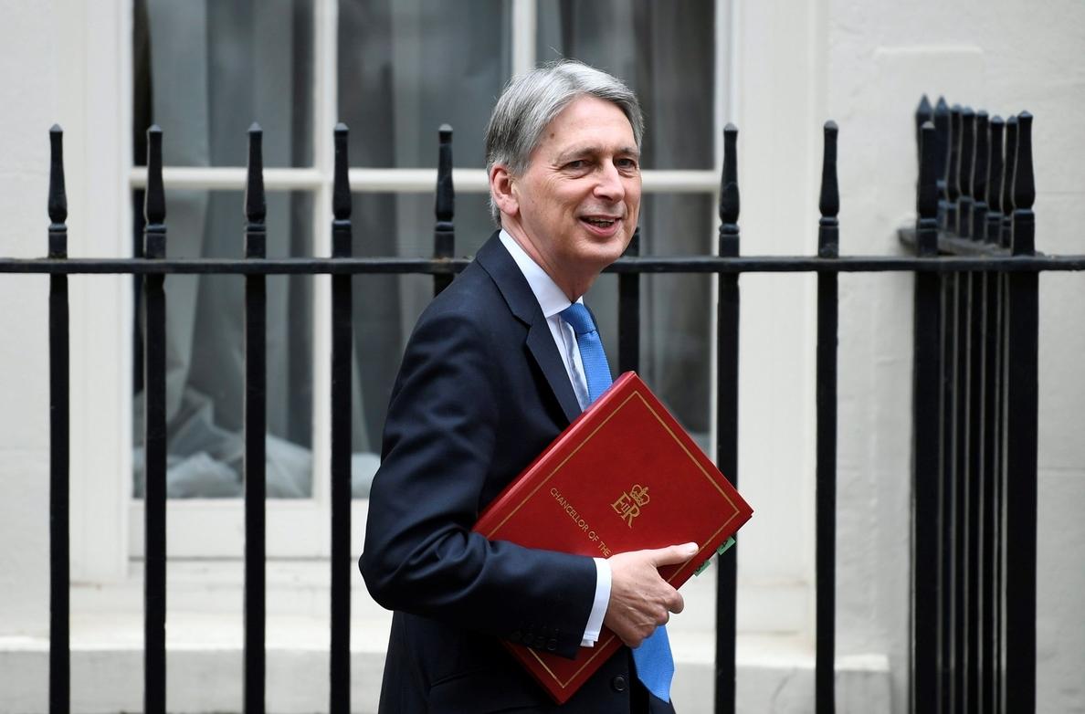 El Gobierno británico aumenta al 1,5 % su previsión de crecimiento para 2018