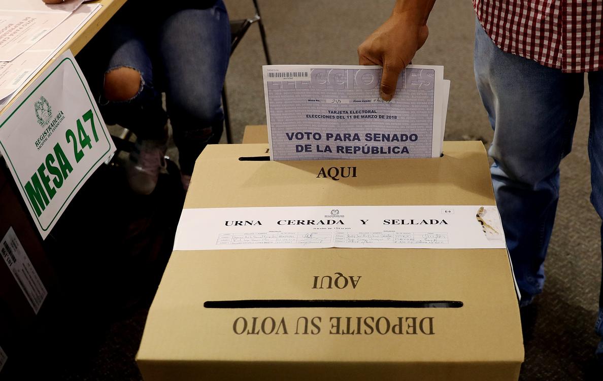 Los presidenciables colombianos discuten alianzas tras las elecciones legislativas