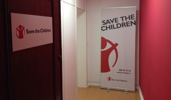 Save the Children denuncia que la guía escolar del Gobierno sobre el Ejército tacha de amenaza la migración irregular