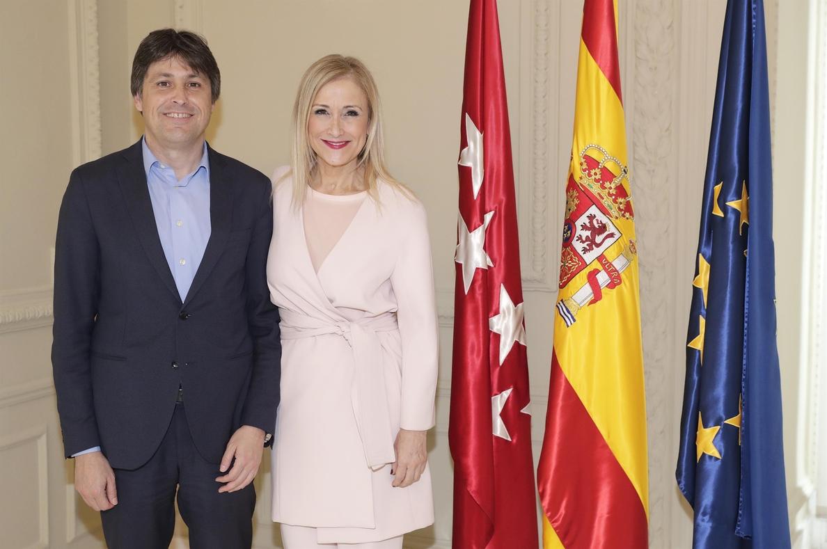Sociedad Civil Catalana se reúne con Cifuentes y con diputados de Ciudadanos en la Asamblea