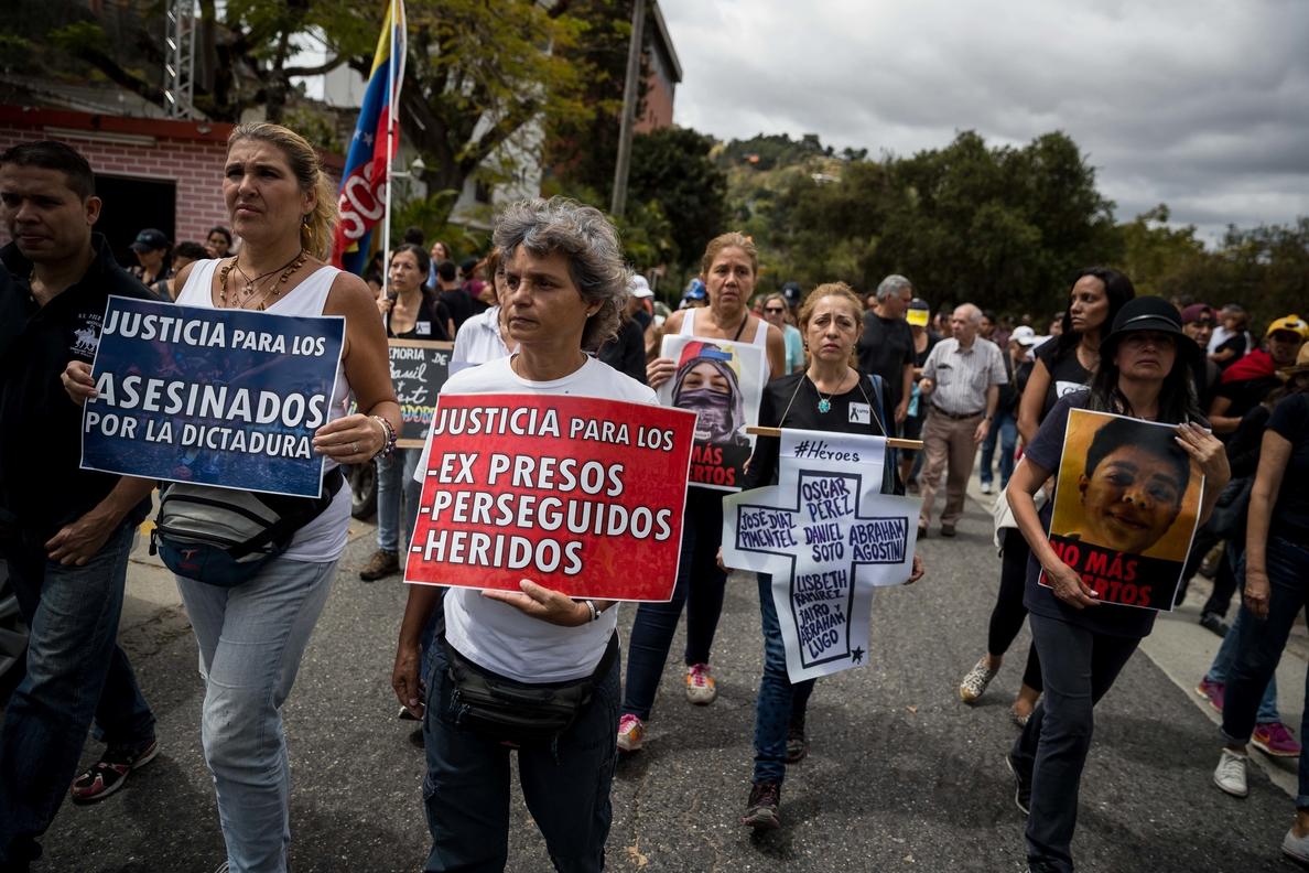 La oposición venezolana espera decenas de protestas el sábado contra los comicios
