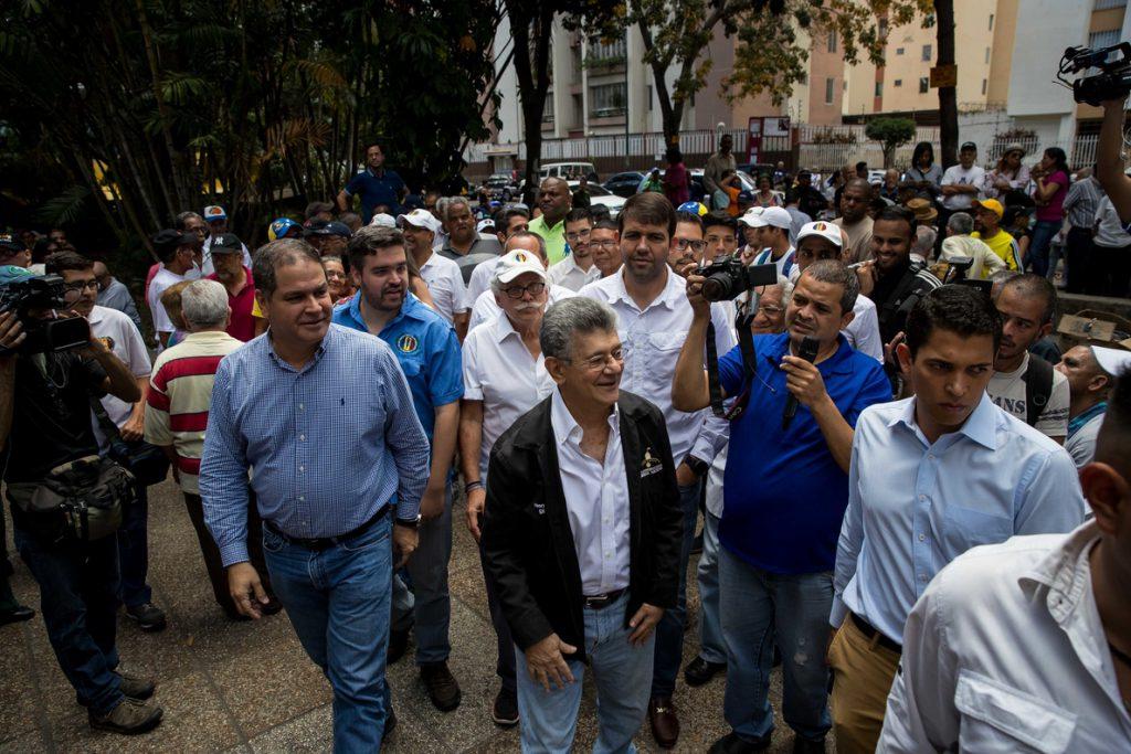 Frente opositor venezolano realiza asambleas de calle en rechazo a los comicios