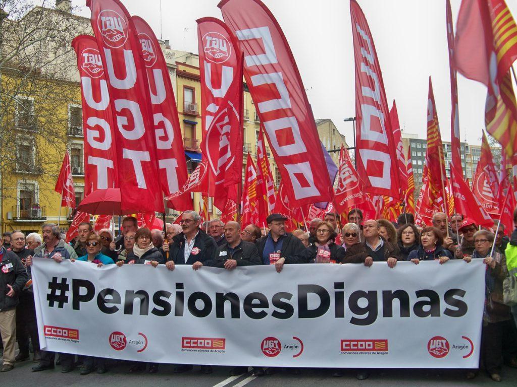 Miles de personas salen a la calle en Zaragoza para reivindicar un cambio en el sistema de pensiones