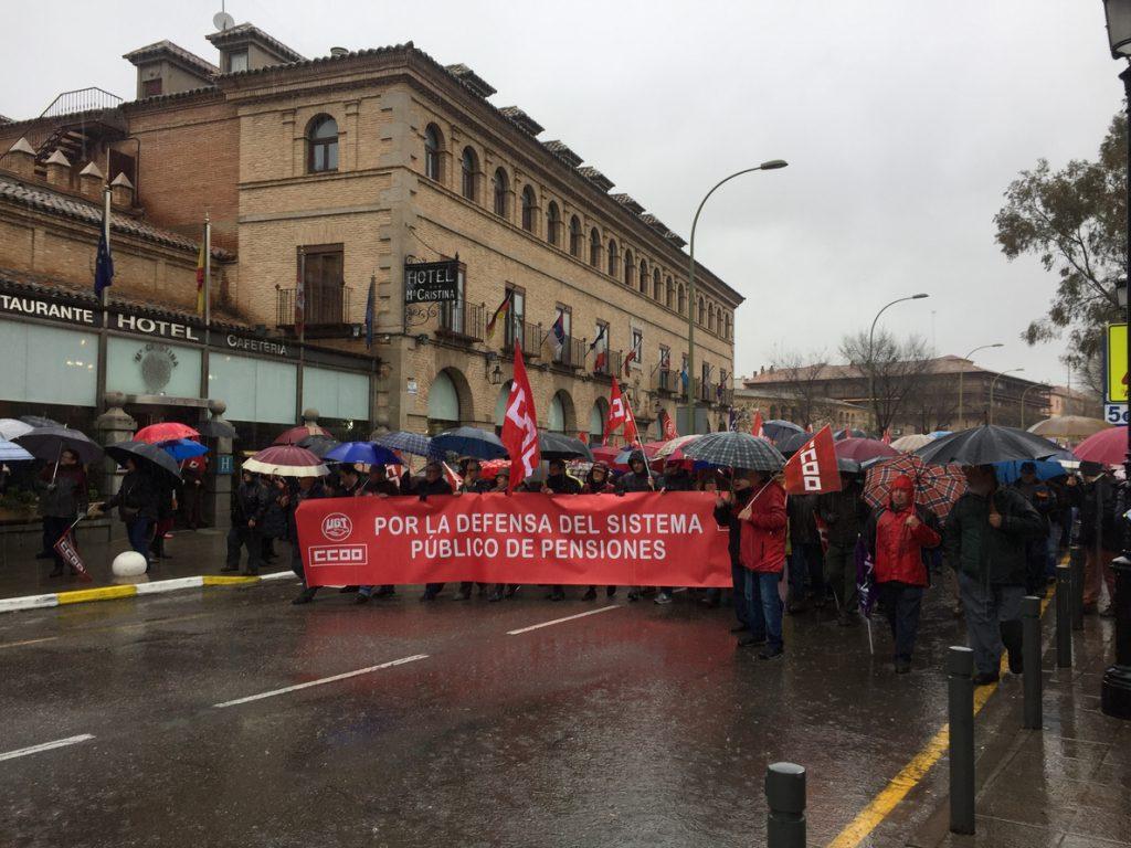 La lluvia no impide que miles de personas reclamen unas pensiones dignas en las cinco capitales de C-LM