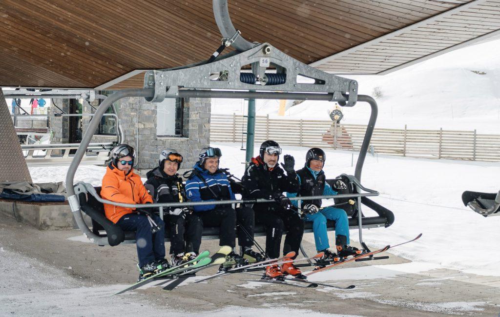 Felipe VI comparte con unos amigos una nueva jornada de esquí en Formigal