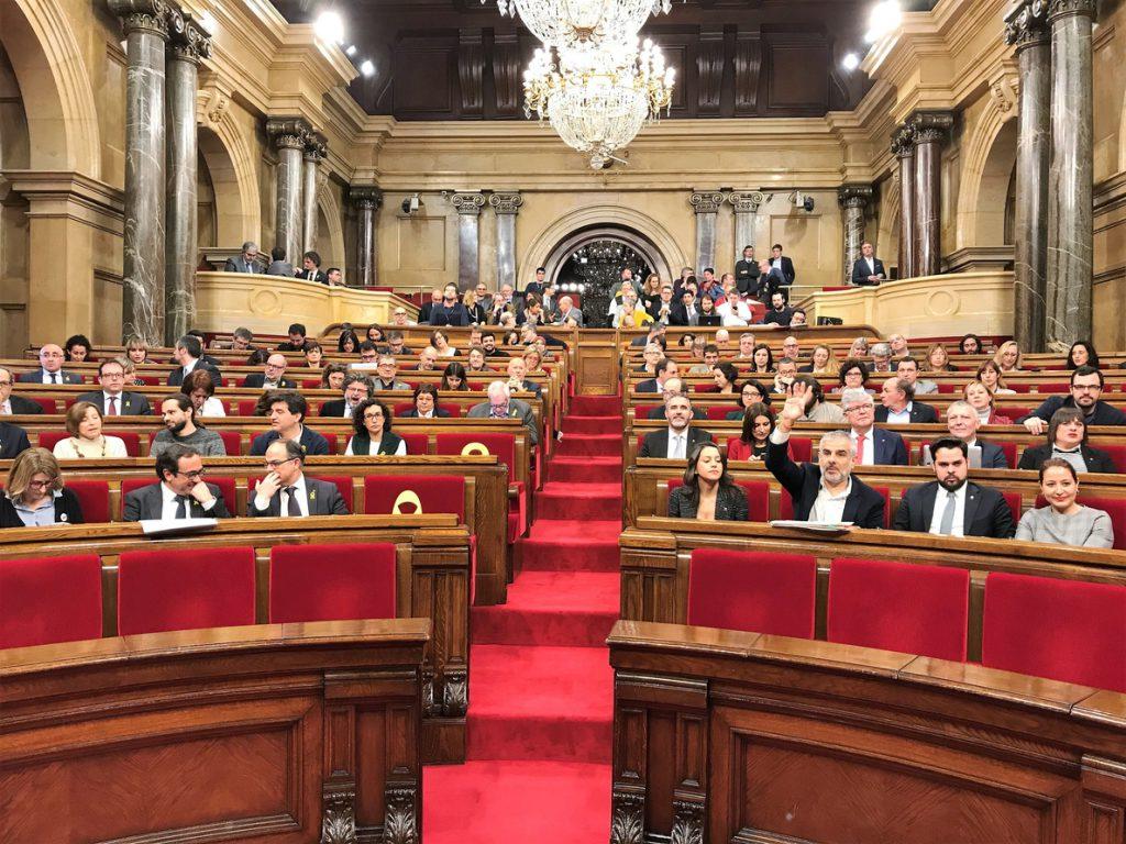 JxCat ofrece a la CUP una moción de confianza a media legislatura para desencallar la investidura