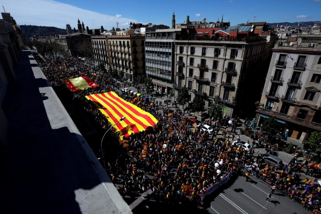 SCC reúne a miles de personas en Barcelona para exigir «seny» y un nuevo Govern