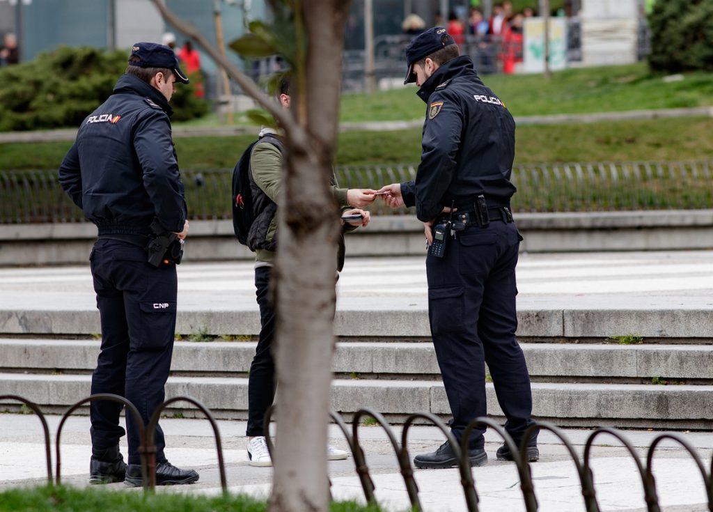Aumentan las quejas al Defensor del Pueblo por ocupación de pisos y menudeo de droga en Vallecas y Carabanchel (Madrid)