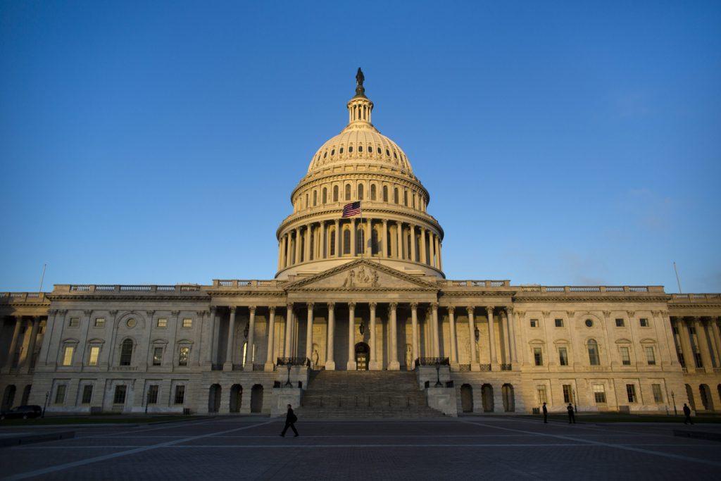 El Congreso de EE.UU. ultima un paquete presupuestario de 1,2 billones de dólares