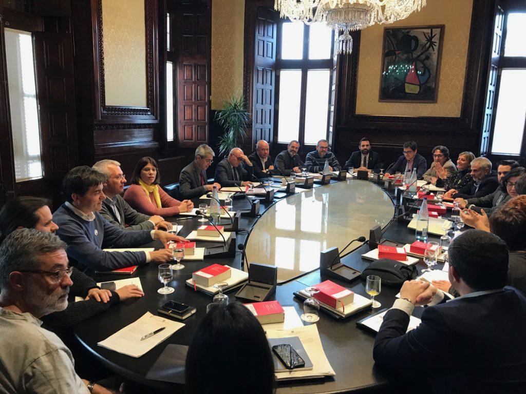 El Parlamento catalán diseña un pleno ordinario sin fecha