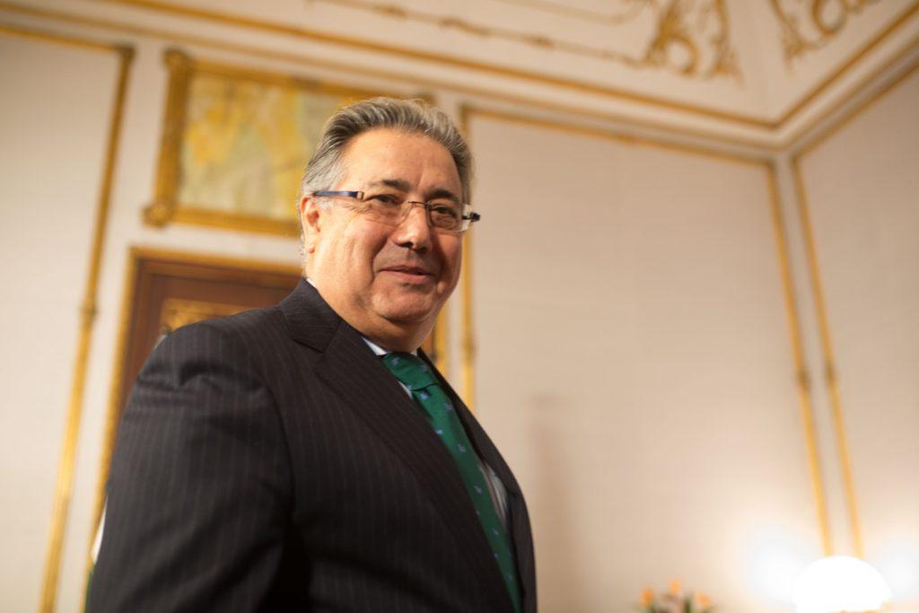 Zoido anuncia que el Gobierno aprobará un decreto para prohibir las «narcolanchas»